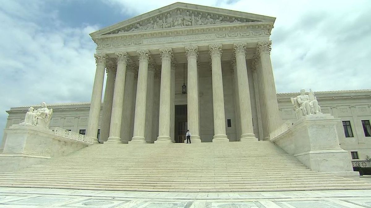 This photo shows the U.S. Supreme Court building. (Source: CNN, File)