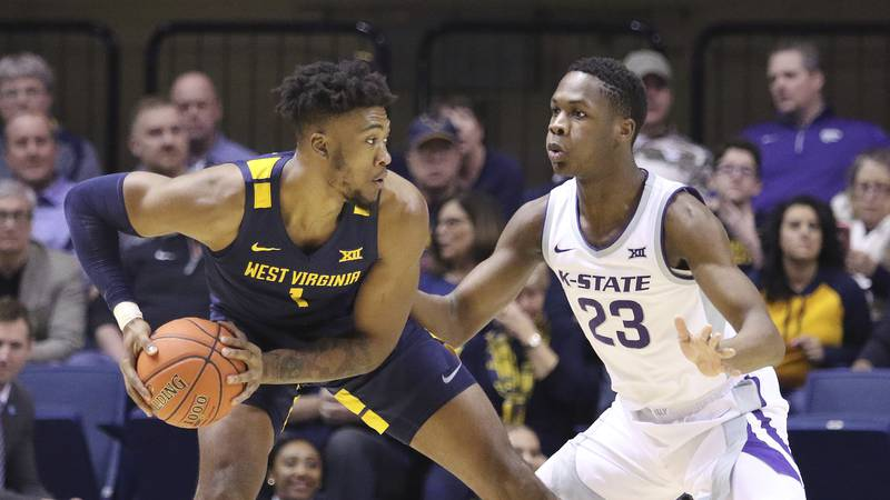West Virginia forward Derek Culver (1) goes to pass the ball as he is defended by Kansas State...