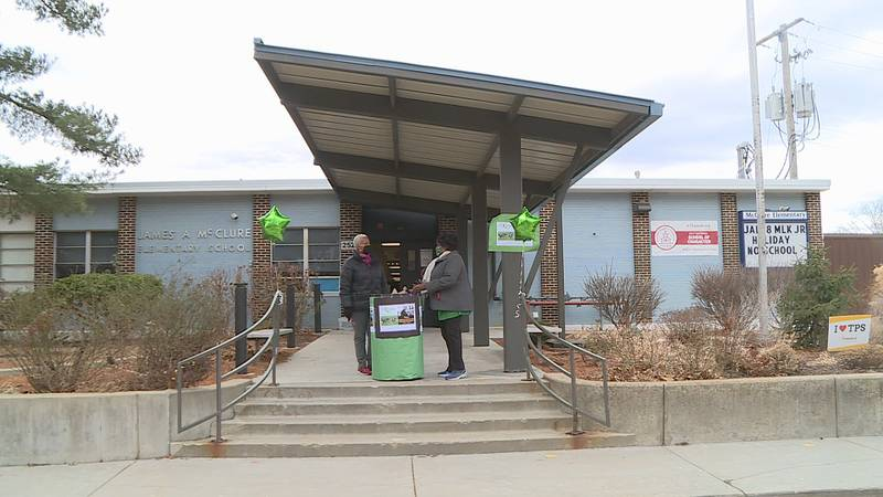 Topeka LINKS honor MLK with food drive at McClure