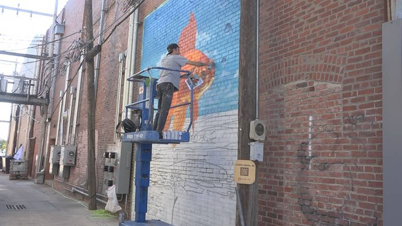 Joseph Renfro paints mural in 4th Street alley as part of Insite MHK project
