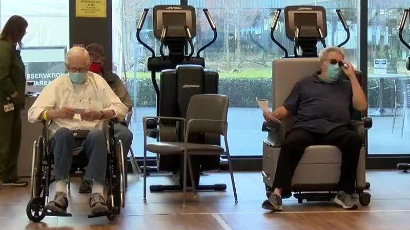 Military veterans receive COVID-19 vaccines
