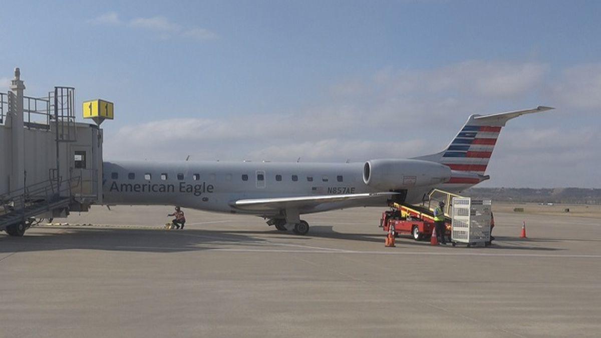American Airlines flight arriving at Manhattan