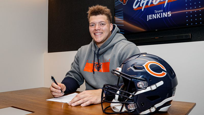 Topeka's Teven Jenkins officially signs with Bears