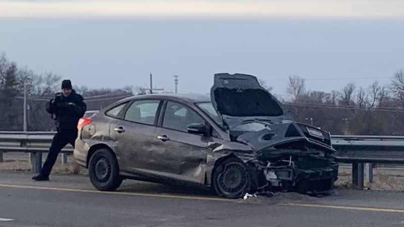 A single-vehicle crash slowed traffic Thursday morning on westbound Interstate 470 near S.W....