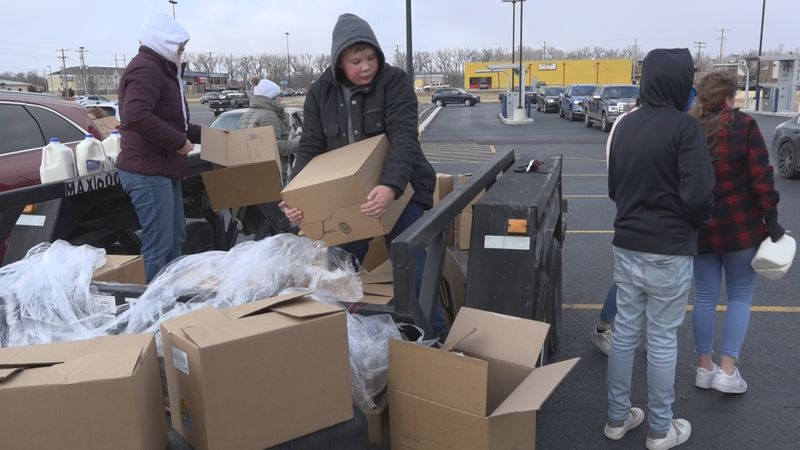 Food giveaway in Junction City with Remnant Church
