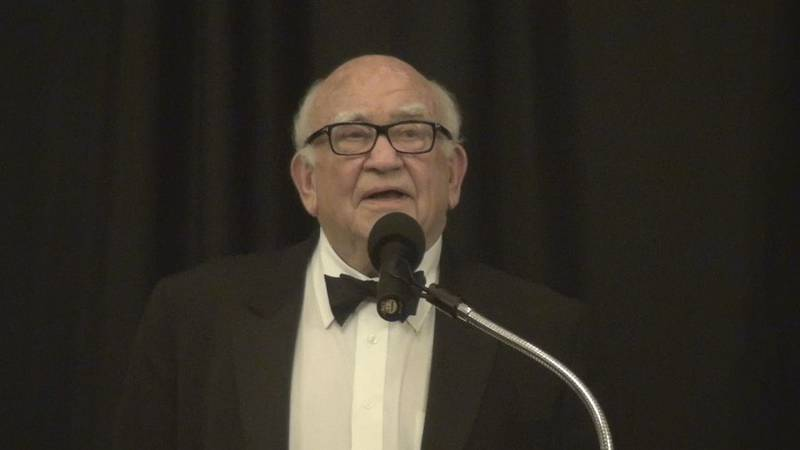 Ed Asner speaks at the Kansas Hall of Fame induction in 2012.