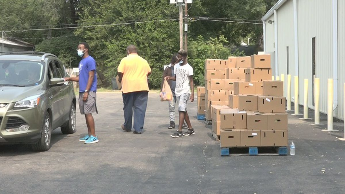 For the second time in two weeks, Mt Zion Family Worship Center International Ministries has given away more than 400 boxes of produce in the Farmers to Families program.