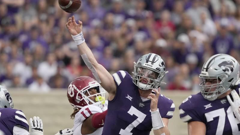 Kansas State quarterback Skylar Thompson (7) passes under pressure from Oklahoma linebacker Nik...