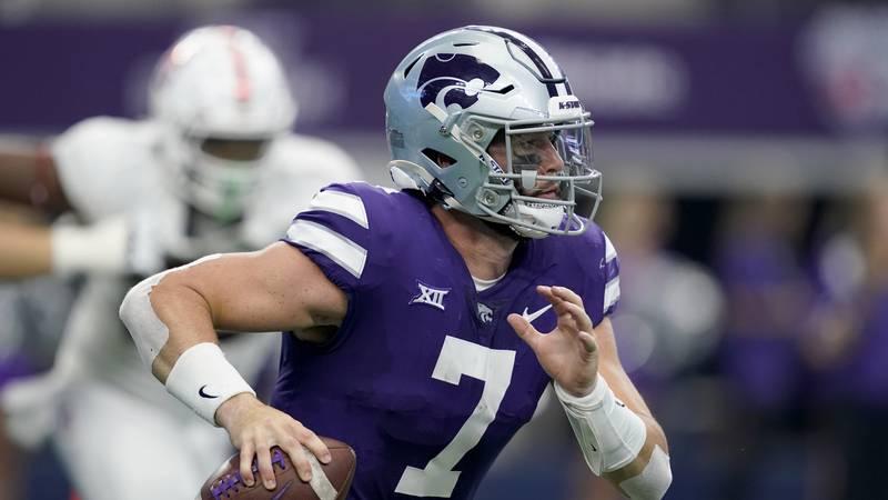 Kansas State quarterback Skylar Thompson (7) runs for a gain during an NCAA college football...