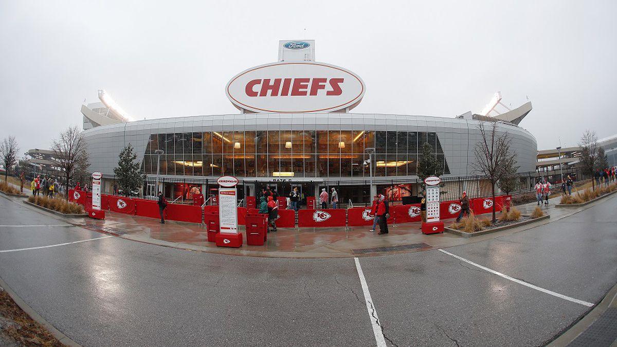A general, overall view of the exterior of Arrowhead Stadium  prior to the AFC Divisional playoff football game between the Pittsburgh Steelers against the Kansas City Chiefs, Sunday, Jan 15, 2017, in Kansas City, Mo. The Steelers won 18-16. (Scott Boehm via AP)