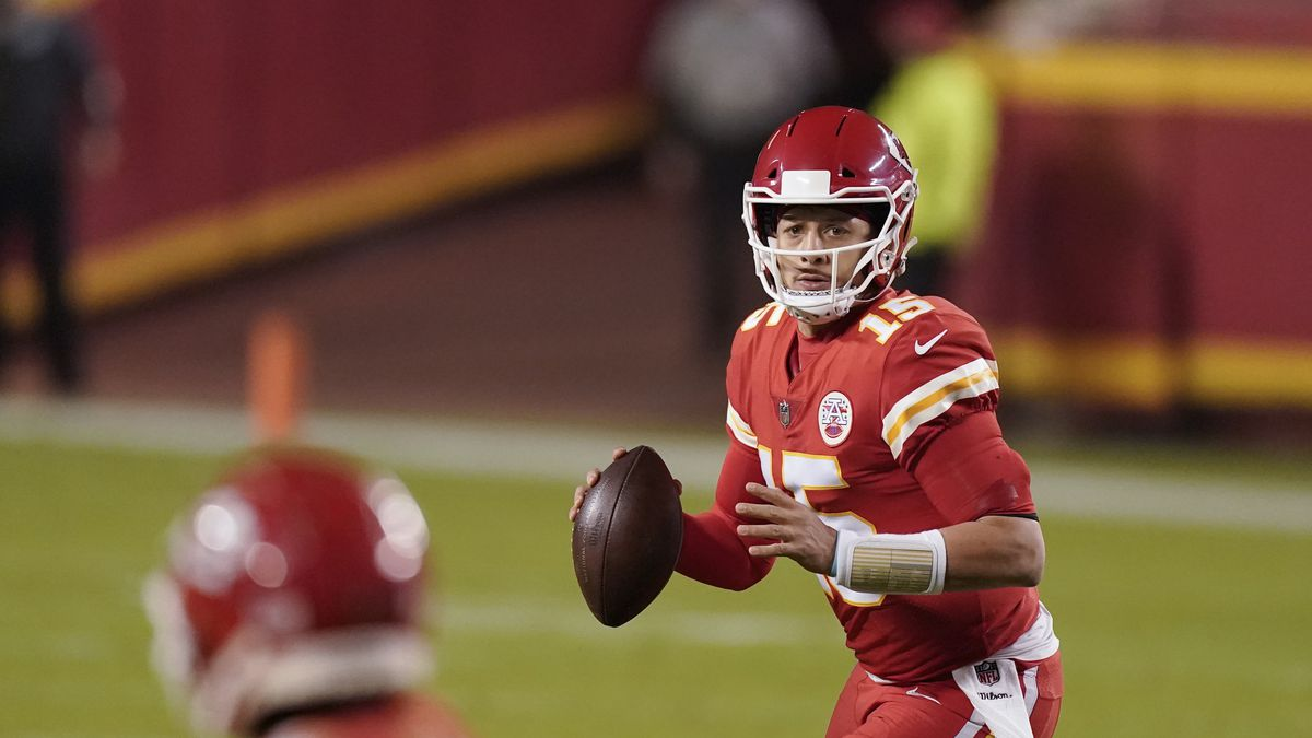 Kansas City Chiefs quarterback Patrick Mahomes (15) looks to throw in the second half of an NFL...