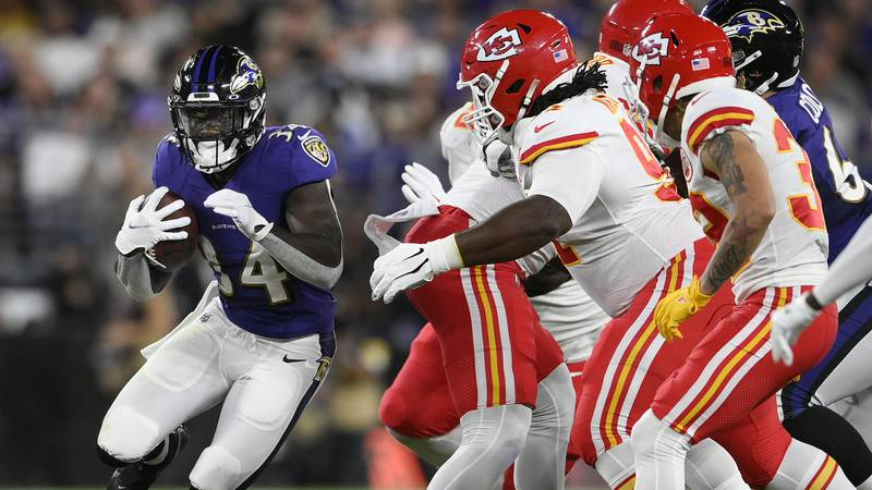 Baltimore Ravens running back Ty'Son Williams (34) rushes the ball in the first half of an NFL...