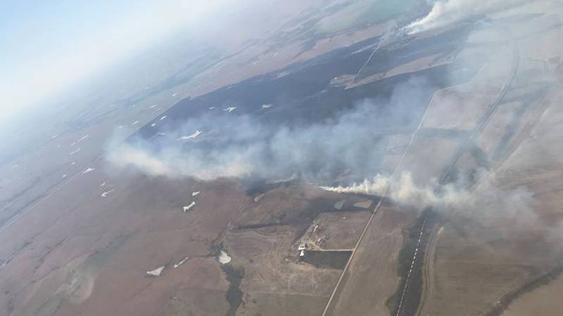 A large grass fire burned almost 800 acres near Willard.