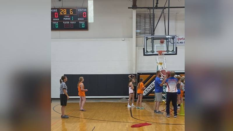 Centralia man sets three Guinness World Records in free throw shooting
