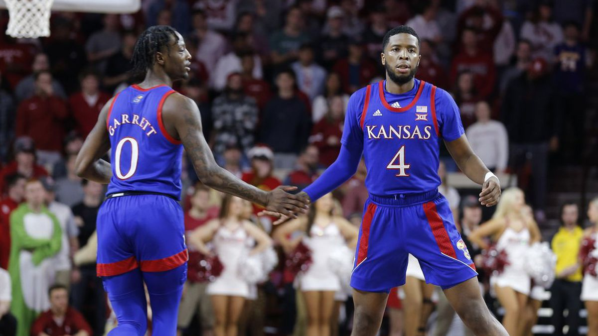Kansas wins on the road at Oklahoma. Isaiah Moss led the way with 20 points scored.