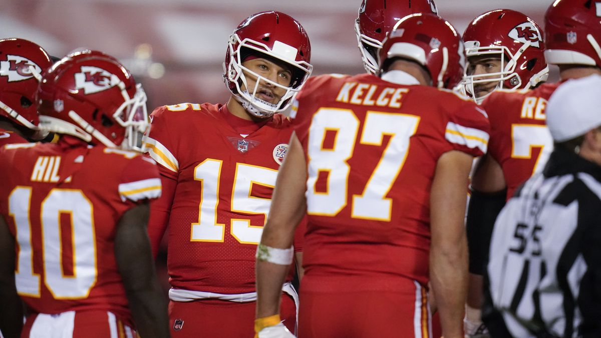 Kansas City Chiefs quarterback Patrick Mahomes (15) calls a play in the first half of an NFL...