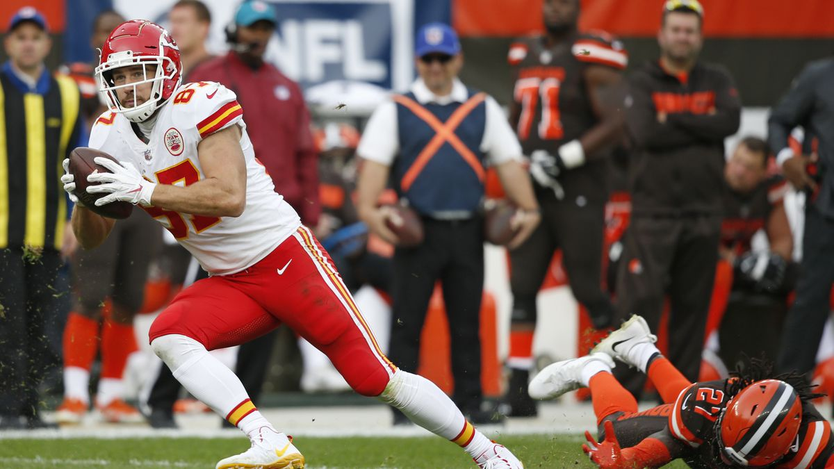 Kansas City Chiefs tight end Travis Kelce (87) breaks a tackle by Cleveland Browns defensive back Tavierre Thomas (27) during the second half of an NFL football game, Sunday, Nov. 4, 2018, in Cleveland. (AP Photo/Ron Schwane)