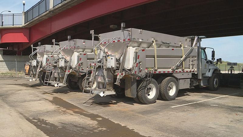 Topeka Street Department prepares roads for incoming winter weather