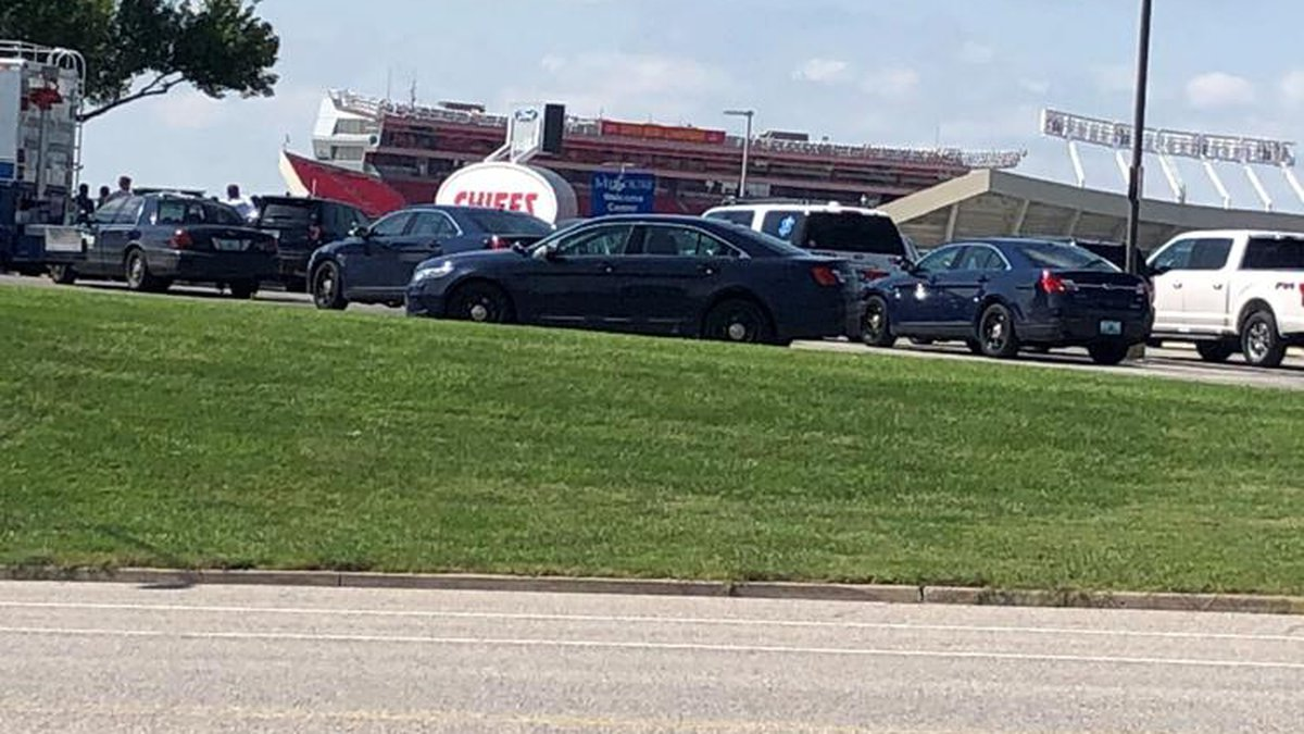 stand-off with gunman in Arrowhead parking lot